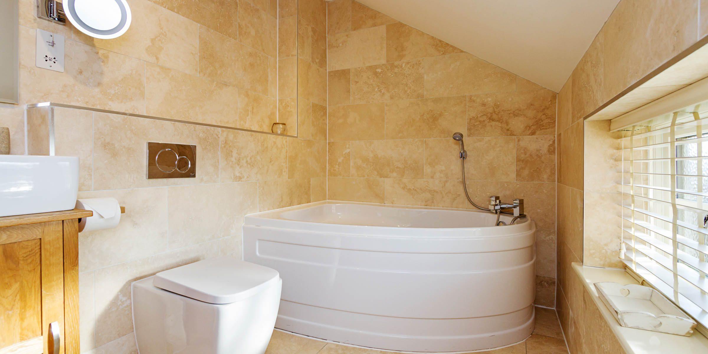 1_RoseCottage_D_Bathroom01